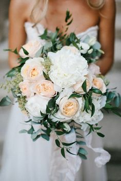 peach and white neutral wedding bouquet #weddingflowers #neutralcolors #weddingcolors #weddingbouquets
