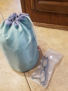 Versatile water repellent bag. Planes, trains, automobiles. Beach, pool, picnic or short hike.Inside straps to hold small liquid containers in place. You can pack snacks, sunscreen, paperbacks + up to 20 oz drinks..