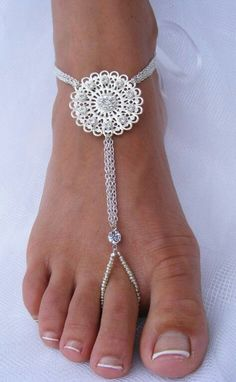 Foot jewelry for the barefoot bride