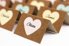 Segnaposto carta kraft e cuore color pastello #etsy #nozze # #rosa #kraft #segnaposto #tavolo #matrimonio #decorazioni #placecard #place #card #cartelieu #romantic #shabby https://etsy.me/2JZ2tpP