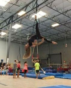 Hoop Choreo... this cover by @sofiakarlberg  #aerialhoop #sendmylove #loveyourbody #cerceau #instalove #cirque #wildwomen #aerialdance #aerialistsofig #fitspiration #circuseverydamnday #dance #choreography #dancelife #telasaereas