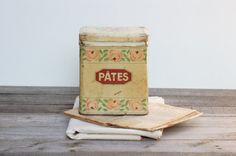 French vintage tin  cream  box  with pink par Frenchvintagecharm