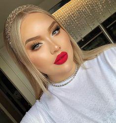 Trendy Makeup Looks With Red Lipstick For You; Stunning Makeup Looks; Red Makup Looks; Red Lips Makeup Look, Glam Makeup, Makeup Tips, Eye Makeup, Hair Makeup, Makeup Ideas, Bronze Makeup, Bridal Makeup Red Lips, Sparkly Makeup