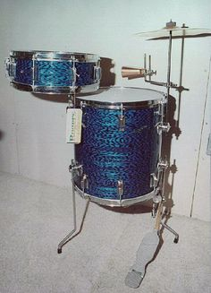 """This photo is of a 1965 vintage Rogers 'Astoria' cocktail set. It consists of a 16 x 16"""" Holiday model floor tom which does double duty: the bottom head serves as the 'bass drum'; and the top head would be a normal tom. The snare drum mounts via a special 'cocktail' snare drum mount to the combination floor tom/bass drum. The snare drum is a 5 x 14"""" Powertone model; with a built-in Swiv-O-Matic tom mount with collet nose. (exactly the same type as the Swiv-O-Matic tom mounts) This Astoria…"""
