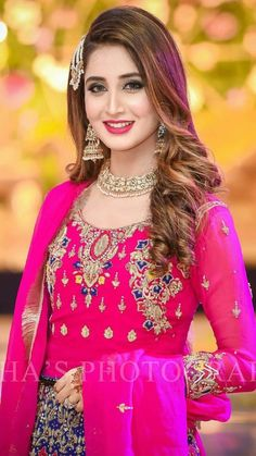 Women S Fashion Over 50 Online Info: 7938412073 Bridal Mehndi Dresses, Pakistani Wedding Dresses, Pakistani Dress Design, Pakistani Bridal Hairstyles, Shadi Dresses, Stylish Girl Pic, Party Wear Dresses, Bridal Beauty, Bridal Looks