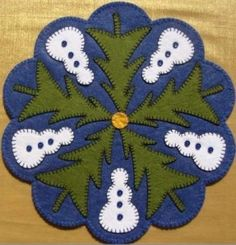 Snowman and tree penny rug - Cute! Could be good tree skirt. Penny Rug Patterns, Wool Applique Patterns, Felt Applique, Christmas Rugs, Felt Christmas Ornaments, Christmas Sewing, Xmas, Felted Wool Crafts, Felt Crafts