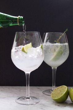 Cointreau Fizz: Drinken som vælter G&T af pinden - Helbred Cocktails, Cointreau Drinks, Fizz Drinks, Juice Drinks, Juice Smoothie, Smoothie Drinks, Party Drinks, Cocktail Drinks, Yummy Drinks