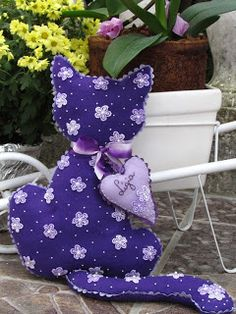Sewing Toys, Baby Sewing, Cat Crafts, Crafts To Make, Felt Owls, Purple Cat, Cat Decor, Cat Accessories, Blue Quilts