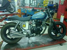Honda cm400t from Spain. bob,chop,track....?? I dont know.. NEW PICS - page 1 - Bob and Chop - DO THE TON