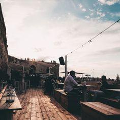 Il Vecchio e il Mare, Trani ,  Aperitivo al tramonto...   #cocktailbar #sea #puglia #nature #green #legno rustico #legnodimareidee #landscape #pugliamare #pugliaitalia Land Scape, New York Skyline, Louvre, Street View, Building, Travel, Viajes, Buildings, Destinations