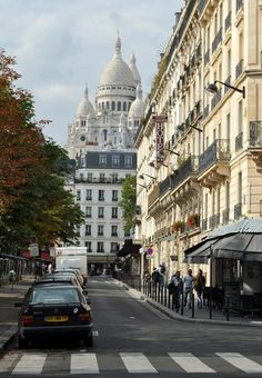 Montmartre, Paris.... Beautiful and eclectic district in Paris! Very bohemian!