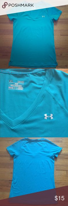 Under Armour top Under Armour women's fitted top. Size XS, fits like a s/m. No noticeable flaws. Worn only once. Under Armour Tops Tees - Short Sleeve