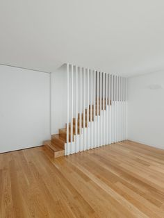 House In Porto Picture gallery Modern Staircase Gallery House Picture Porto Loft Stairs, Basement Stairs, House Stairs, Staircase Handrail, Stair Railing Design, Casa San Sebastian, Modern Stairs, Interior Stairs, Mid Century House