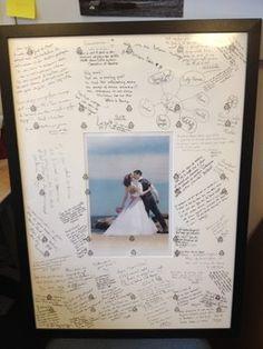 Een groot schilderij met alle beste wensen en in het midden jullie trouwfoto!