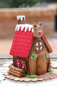 Little cookie house.Use Cinnamon Sticks for Logs! I don't care that it's not gingerbread! Christmas Gingerbread House, Christmas Sweets, Noel Christmas, Christmas Goodies, Christmas Baking, Winter Christmas, Gingerbread Houses, Xmas Cookies, Cute Cookies
