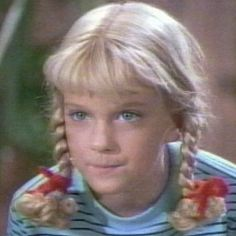 10 little piggy-pig-pigtail-people 1970s Tv Shows, Old Tv Shows, Movies And Tv Shows, The Brady Bunch, Childhood Movies, Two Braids, Comedy Show, Cute Dogs And Puppies, Young Ones