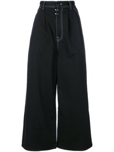 Dare to bare this season with the Farfetch edit of cropped trousers. Find contemporary and classic styles from the best designers including Prada, Gucci and Chloé. Swaggy Outfits, Edgy Outfits, Mode Outfits, Pretty Outfits, Fashion Outfits, Grunge Outfits, Mode Style, Clothing Items, Aesthetic Clothes
