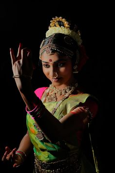Dancer Photography, Photography Women, Portrait Photography, Contemporary Dance Poses, Indian Classical Dance, India Culture, India Art, Dance Fashion, Indian Beauty