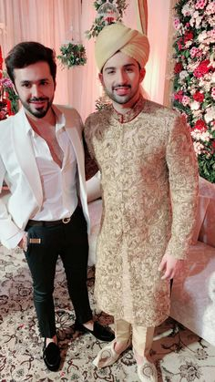 Mens Wedding Wear Indian, Indian Wedding Clothes For Men, Sherwani For Men Wedding, Indian Wedding Poses, Wedding Outfits For Groom, Groom Wedding Dress, Sherwani Groom, Desi Wedding Dresses, Wedding Suits