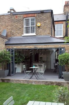 Open concertina doors to conservatory extension of London home UK Orangerie Extension, Conservatory Extension, Conservatory Kitchen, Extension Designs, Glass Extension, Roof Extension, Extension Ideas, Bifold Doors Extension, Victorian Terrace