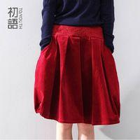 Для молодежи оригинальный дизайн 2014 мода женщины бутон вышивка мини юбки высокое качество вельвет плиссированные юбки черный / фиолетовый / красный