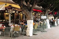 ¿Ya sabes a dónde ir a comer? Lánzate al Mesón de Chucho el Roto en #Querétaro -> http://www.ciudadypoder.com.mx/index.php/restaurantes/item/2344-el-mes%C3%B3n-de-chucho-el-roto-tradici%C3%B3n-y-ambiente… pic.twitter.com/M9lu0K7UMF
