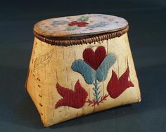 Ojibwe birchbark basket (Makuk) with porcupine quillwork dyed red and gray Native American Crafts, Native American Beadwork, Native American Indians, Birch Bark Crafts, Birch Bark Baskets, Woodland Indians, Found Object Art, Native Art, Quilling
