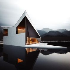 House by the lake. great clean lines. architecture.