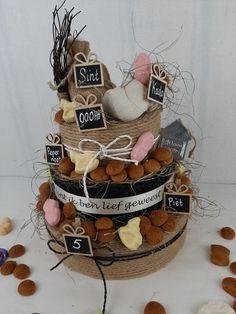 Homemade Christmas Crafts, Holiday Crafts, Newspaper Basket, Miniature Dolls, Miniature Houses, Cardboard Art, Marianne Design, Wedding Tattoos, Paper Clay