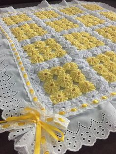 Artesanato Com Fuxico: 53 Ideias Incríveis Para Copiar Quilt Baby, Baby Quilt Patterns, Baby Blanket Crochet, Crochet Baby, Crochet Patterns, Yo Yo Quilt, Rag Quilt, Quilt Blocks, Quilting Projects