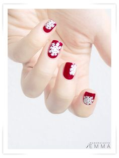 OMG perfect for the holiday's!!! Snowflake nails!!! Love the red and white!!! So pretty!!!