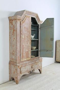 Early 19thC Swedish Cabinet from Jämtland