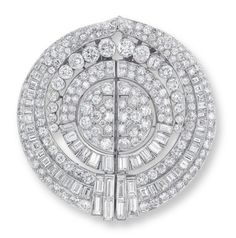 Lot 1733 - AN ART DECO DIAMOND DOUBLE CLIP BROOCH, BY ROOD