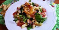 Hoy tengo una rica ensalada con berros y langostinos. Los berros son muy populares en las islas canarias. El potaje de berros es uno de los platos más conocidos de del archipiélago canario.