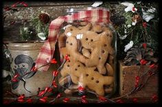 Ornamental Gingerbread Cookies--recipe (note - inform your hubby that they are NOT edible! When my friend & I made them, her spouse & dog ate half of them when she ran errands! Primitive Christmas, Country Christmas, Winter Christmas, Christmas Holidays, Christmas Decorations, Christmas Ornaments, Christmas Ideas, Italian Christmas, Cowboy Christmas