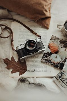 Cosy Aesthetic, Cream Aesthetic, Autumn Aesthetic, Brown Aesthetic, Aesthetic Vintage, Aesthetic Photo, Aesthetic Pictures, Photography Ideas At Home, Flat Lay Photography