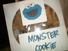 Cookie in a CD sleeve - these are Cookie Monster Cookies for a Cake Walk at church. Church Picnic, Fall Carnival, Heart Day, Picnic Ideas, Fundraisers, Bake Sale, Cookie Monster, Party Favors, Sweet Treats