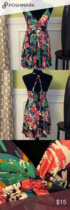 ❗SALE❗Forever 21 Tropical Dress Forever 21 Tropical Dress in Great Condition. The Dress has Dark Purple Lining. Forever 21 Dresses
