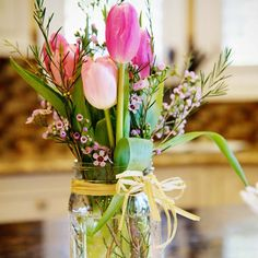 Love the idea of Easter flowers? From table centres to wreaths and room decorations, try one of these gorgeous Easter themed flower arrangements!