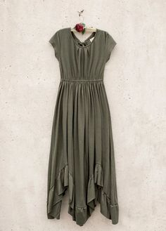 Look effortlessly elegant with this boho maxi dress featuring short sleeves, a full skirt, and a scalloped lace detail in the back. This beautiful dress has a tie at the back neckline and elastic cinch back for an easy fit. Vintage Girls Dresses, Little Girl Dresses, Passion Girl, Beautiful Dresses, Nice Dresses, Olive Dress, Full Skirts, Diy Dress, Short Sleeve Dresses