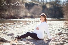 www.kimiegracephoto.com : Chico California Maternity Photography - fashion maternity poses, nature photography, baseball maternity