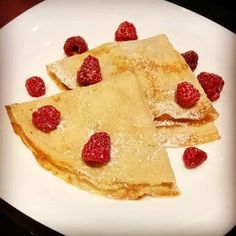 Crepe Stack with Orange Curd and Fresh Raspberries. These delightfully fluffy crepes bring together the best flavours of summer. Enjoy summer raspberries while they are still in season with a stack of delicious breakfast crepes. Tasty Pancakes, Pancakes And Waffles, Tasty Dishes, Food Dishes, Best Pancake Recipe, Pancake Recipes, Fresh Raspberry Recipes, Breakfast Crepes, Pancake Day