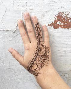 Henna Art For Hand by @rabbyy_mehndi