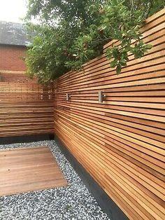 Modern Fence Design, Modern Wood Fence, Wooden Fences, Fence Wall Design, Garden Fence Panels, Garden Fencing, Garden Privacy, Garden Paving, Garden Bed