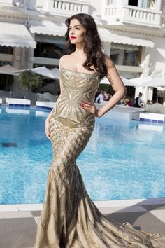 Hanging poolside with #AishwaryaRai before the red carpet. #Cannes2014