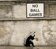 I nuovi graffiti di Banksy prendono vita con le gif