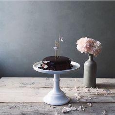 Chocolate cake is calling me... #latenightbaking #chocolatecake #foodporn #styling #yummo  by @nonihana_