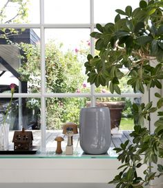 Med det grønne forår og den søde danske sommer følger desværre også pollen, insekter, regn og støv, og det rimer på triste og snavsede vinduer. Følg vores 6 nemme trin, og få skinnende rene vinduer i et snuptag!