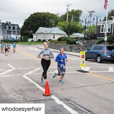 #Repost @whodoesyerhair with @repostapp  Mile three you're always bound to look happy....not knowing ten miles later you're questioning every life choice on a slow incline... @danielle_ontherun @racetherhode #jamestownhalf