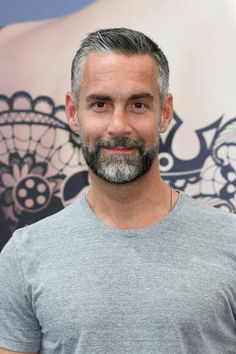Handsome Older Men, Scruffy Men, Handsome Man, Best Hairstyles For Older Men, Haircuts For Men, Mens Grey Hairstyles, Mode Bcbg, Men With Grey Hair, Hair And Beard Styles